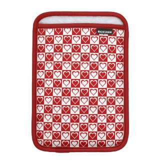 Rotes kariertes Muster mit Herzen iPad Mini Sleeve
