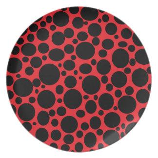 Rotes Meer der schwarzen Blasen-Platte Flacher Teller