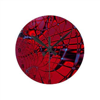 Rotes und blaues Fraktal Runde Wanduhr