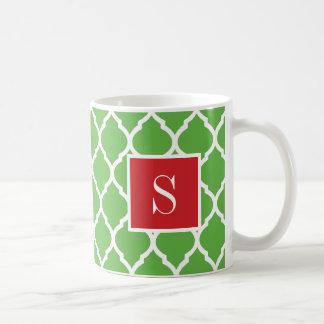 Rotes und grünes Quatrefoil Monogramm Kaffeetasse