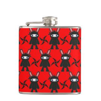Rotes und schwarzes Ninja Häschen-Muster Flachmann