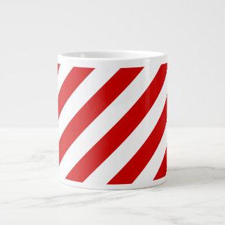 Rotes und weißes diagonales Streifen-Muster Jumbo-Tasse