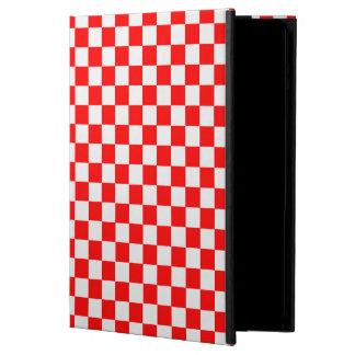 Rotes und weißes klassisches Schachbrett durch