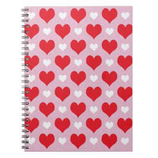 Rotes und weißes Valentinsgrußherzmuster Notizblock