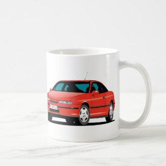 Rotes vorderes Opel Calibras und hinter Kaffeetasse