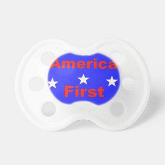 """Rotes, weißes und blaues """"Amerika zuerst"""" entwirft Schnuller"""