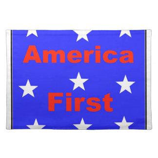 """Rotes, weißes und blaues """"Amerika zuerst"""" entwirft Stofftischset"""