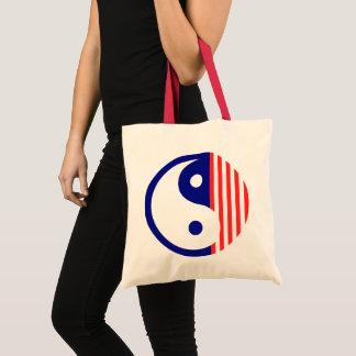 Rotes weißes und blaues Yin Yang Symbol Tragetasche