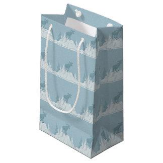 Rotwild in der schneebedeckten Berggeschenk-Tasche Kleine Geschenktüte