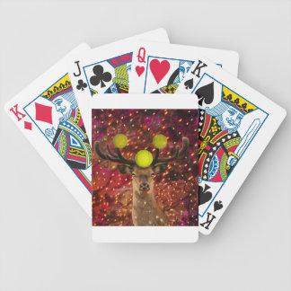 Rotwild mit Tennisbällen in einem glänzenden Wald. Bicycle Spielkarten