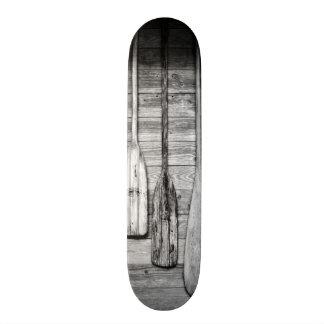 Ruder werden an hölzerne Halle in großer Zypresse, Personalisiertes Skatedeck