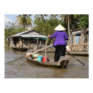 Rudern eines Bootes in der Mekong-Dreieck, Vietnam Postkarte