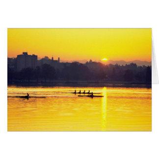 Rudersport-Training am Sonnenuntergang Grußkarte