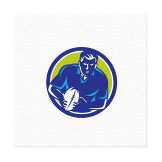Rugby-Spieler, der den Ball-Kreis führend Retro Gespannter Galerie Druck