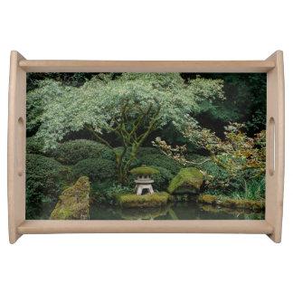 Ruhe an einem japanischen Garten Tablett