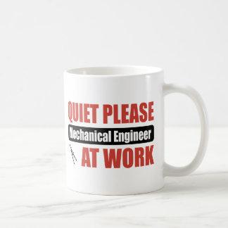 Ruhe-bitte Maschinenbauingenieur bei der Arbeit Kaffeetasse
