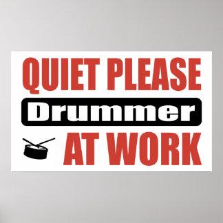 Ruhe-bitte Schlagzeuger bei der Arbeit Poster