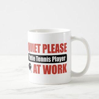 Ruhe bitte Tischtennis-Spieler bei der Arbeit Kaffeetasse