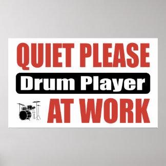 Ruhe trommelt bitte Spieler bei der Arbeit Poster