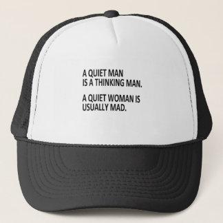 ruhiger Mann und Frau Truckerkappe