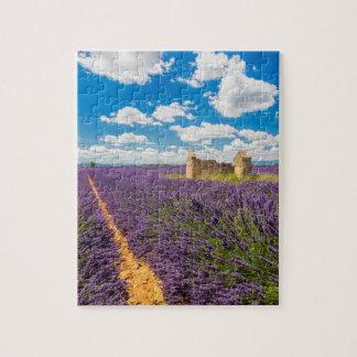 Ruine auf dem Lavendel-Gebiet, Frankreich Puzzle