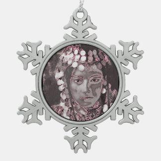 Rumänische Sinti und Roma-Champagne-Farben Schneeflocken Zinn-Ornament