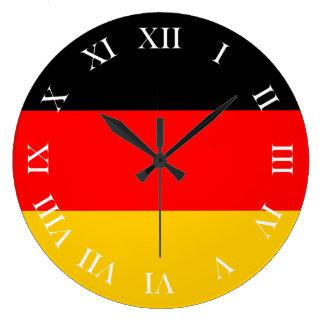Runde Wanduhr römische Ziffern Deutschland Fahne