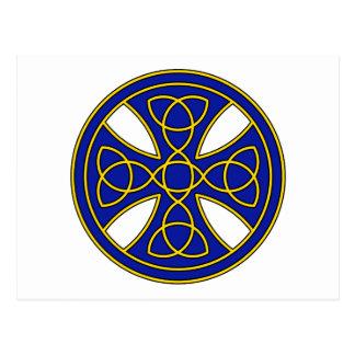 Rundes keltisches Kreuz im Blau und im Gold Postkarte