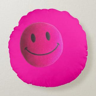 Rundes Kissen des rosa glücklichen Gesichtes im