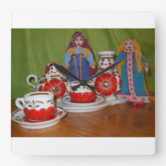 Russische Puppen-Tee-Zeit Quadratische Wanduhr