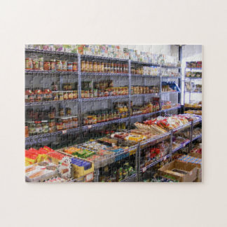 Russisches Lebensmittelgeschäft rüttelt Laubsäge Puzzle