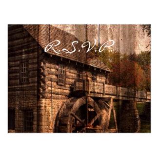 Rustikale alte Scheune mit Wasser-Rad Postkarte