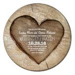 Rustikale geschnitzte Herz-Hochzeitseinladung des Individuelle Einladungskarte