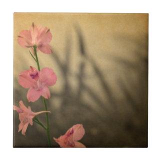 rustikale Landgartenrosa-Blumen-Wildblume Fliese