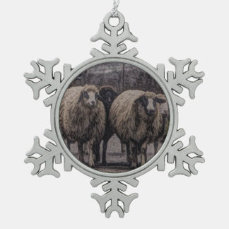 Rustikale Landstraßen-Ranchbauernhofherde der Schneeflocken Zinn-Ornament