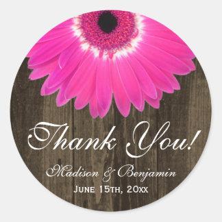 Rustikale Pink-Gänseblümchen-Hochzeit danken Ihnen Runder Aufkleber