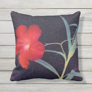 Rustikale rote Blumen-Brise Kissen