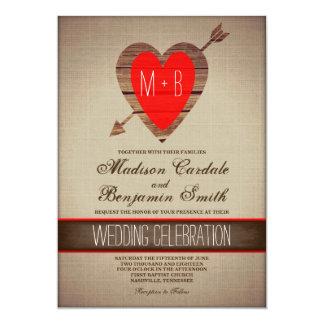 Rustikale rote Herz-Pfeil-Land-Hochzeit lädt ein Karte