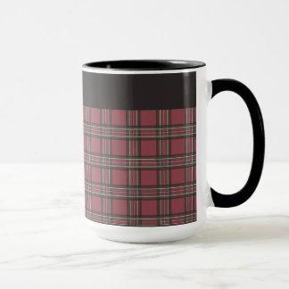 Rustikale rote und schwarze karierte Tasse