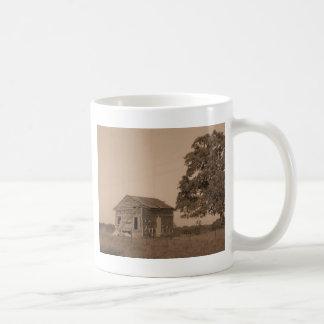 Rustikale Scheune mit Baum Kaffeetasse