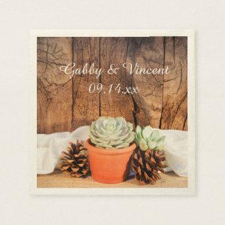 Rustikale Succulents und Scheunen-hölzerne Serviette