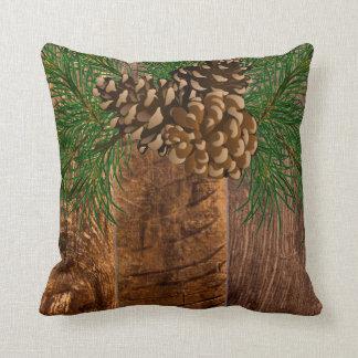 Rustikaler Holz- und Kiefernkegel Kissen