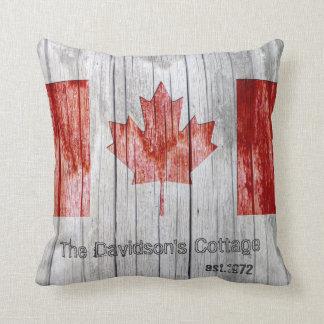Rustikaler Kanada-Ahornblatt-Flaggen-Entwurf auf Kissen