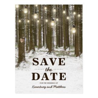Rustikaler Winter-Waldbaum Save the Date Postkarte