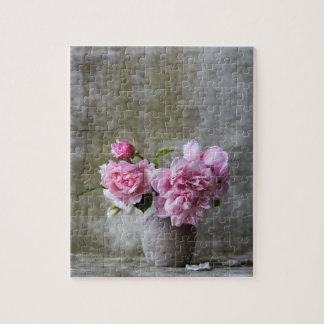 Rustikales BlumenStillleben mit rosa Pfingstrosen Puzzle