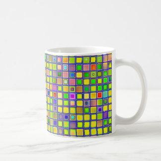 "Rustikales gelbes Mosaik ""Lehm"" deckt Muster mit Kaffeetasse"