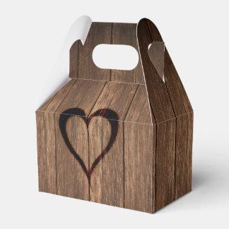 Rustikales Holz gebrannter Herz-Druck Geschenkschachtel