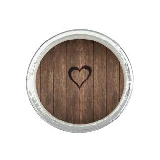 Rustikales Holz gebrannter Herz-Druck Ring