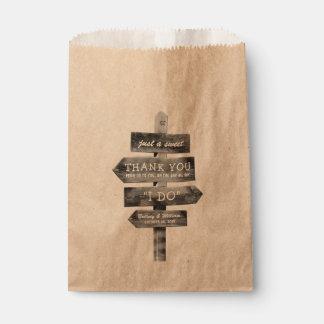 Rustikales hölzernes Posten-Land-personalisierte Geschenktütchen