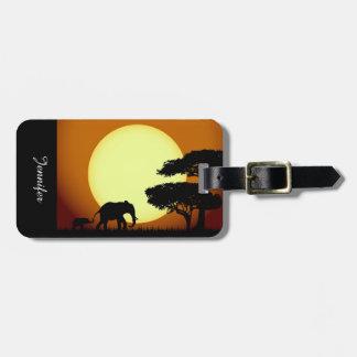 Safarielefanten am Sonnenuntergang Gepäckanhänger